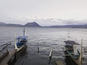 This image has an empty alt attribute; its file name is taal-lake.jpg